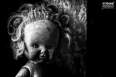 A creepy doll in a abandoned school (Fotografie Etienne Hessels) Tags: 2017 a99 etienne fotografieetiennehessels hessels sony urbex urbanexploration urbanexploring doll pop abandoned zwart wit blackandwhite black creepy school belgie belgium benelux europe indoor horror zeiss portrait people photoadd