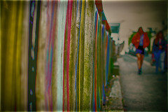 Wool St (mik-shep) Tags: 365the2017edition day098365 day98 2017onephotoeachday 3652017 day98365 8apr17 plymouth devon uk wool colouored yellow blue red green cotton thread strands