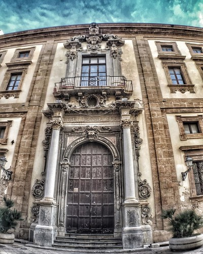 Portali di cultura! #trapani #trapanimia #trapanicentro #trapanistorica  #travelblogger #igerstrapani #igers_trinacria #picofday #beatiful #igers #bestoftheday #instapic #volgoitaly #volgoitalia #volgotrapani #volgosicilia #igersitalia  #igersitaly #sicil
