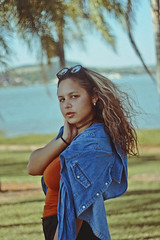 Avaré (TheJennire) Tags: photography fotografia foto photo canon camera camara colours colores cores light luz young tumblr indie teen people portrait face girl summer 50mm fashion style sunglasses jeans denim curlyhair look avaré brasil