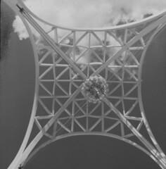 Science Pavilion arches from below, 1962 (Seattle Municipal Archives) Tags: seattlemunicipalarchives seattle worldsfair century21 seattlecenter pacificsciencecenter sciencepavilion 1960s