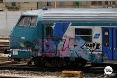 http://stolenstuff.it  la cru che non paga mai … (stolenstuff) Tags: stolenstuff graffitiblog check4stolen running dlr diretto graffiti graffititrain benching
