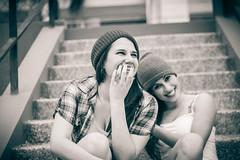 Grecia y Claudia friends 4 ever (B.E.M.S. mi visin del mundo a travs de un lent) Tags: friends byn monochrome 50mm naturallight grecia claudia 500d monocromatico
