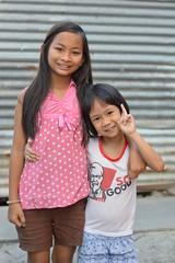pretty preteen girls (the foreign photographer - ) Tags: girls portraits thailand hugging pretty bangkok preteen khlong bangkhen thanon may242014nikon