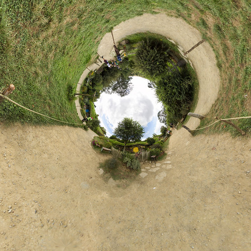 Hobbiton Movie Set II - Little planet