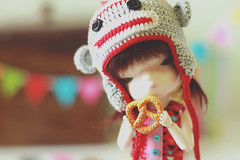 (nettle.) Tags: pink blue red brown white black green hat yellow ball person monkey sock doll time 04 stripes over cream picture camo step tiny converse bjd blythe nettle takara jointed secretdoll yosd picturedoll