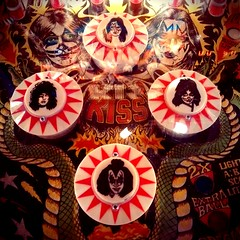 Bally's Kiss Pinball Machine