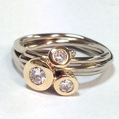 Diamond set 18ct Gold Circles ring