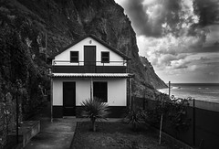 madère house (anthony.vairos) Tags: island ile madère ocean atlantique house tiny bw nb noiretblanc blackandwhite photo photoshop lightroom nikon d750 pleinformat fullframe sigmaart 24mm f14 contrast manfrotto lens dslr sky cloud cloudy photography photographie