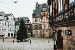 wunschbaum (lina zelonka) Tags: marburg hessen germany linazelonka hesse architecture lahntal lahnvalley deutschland europe europa altstadt oldcity marktplatz nikond7100 18105mm winter