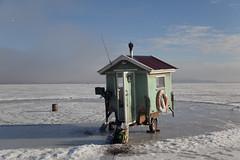 (Beathe) Tags: img1045 oslofjord sandebukta ice fishing winter sun holm trygvenilsen cabin onwheels