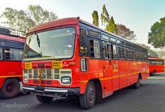 Kolhapur - Shirdi (yogeshyp) Tags: msrtc msrtcparivartanbus maharashtrastatetransport kolhapurshirdistbus kurundwaddepotbus