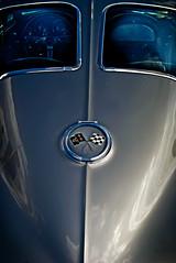 '63 Stingray (hutchphotography2020) Tags: corvette racingflags postrearwindow silver chevy automobile nikon hutchphotography