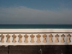 2005-04-01-0104.jpg (Fotorob) Tags: hek engeland voorwerpenoppleinened muur strand tuinparkenplantsoen kust land erfscheiding water cornwall kastelenlandhparkened balustrade england stives