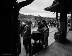 Incense (Jesús Simeón) Tags: kyoto kyōtoshi kyōtofu japan kiyomizudera incense blackandwhite blackwhite monochrome otowa higashiyama streetphotography
