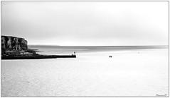 Je respire... en noir et blanc... (Nanouch@) Tags: paysage landscape paisaje falaise france normandie seinemaritime noiretblanc bw blacknwhite mer mar sea playa plage rivage letréport vagues reflets reflections onde borddemer