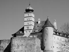 Schloss Schönbühel (schasa68) Tags: niederösterreich loweraustria wachau austria österreich donau danube schloss donauufer festung türme rondelle schoehnbuehel schwarzweis blackwhite sw bauwerk building architecture architektur castle