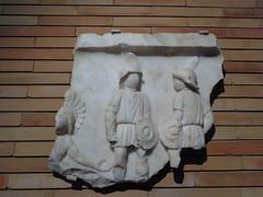 Escena de Gladiadores (palabrasmagicas) Tags: gladiador gladiator relief relieveromano merida extremadura arteromano