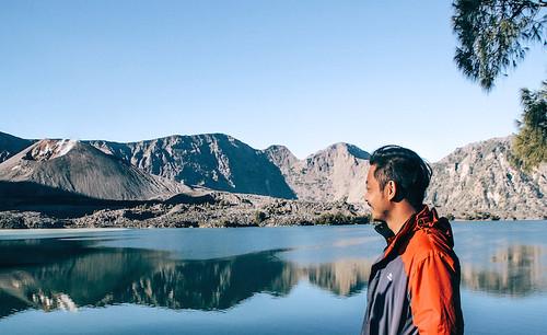 rinjani explore porter demas ryan grace filled travel junkie segara anak danau lake summit puncak lintang indonesia lombok backpack 2 (1)