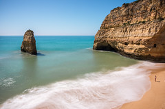 Praia do Carvalho (pietkagab) Tags: algarve portugal portuguese beach waves soft smooth longexposure 10stops nd rock cliff water ocean atlantic praiadocalvalho carvoeiro sand yellow sunny daylight europe european destination holidays morning pietkagab photography piotrgaborek pentax pentaxk5ii travel trip tourism outdoors active adventure landscape seaside seascape seashore