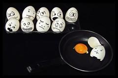 OH-W-EI (Uli He - Fotofee) Tags: ulrike ulrikehe uli ulihe ulrikehergert hergert nikon nikond90 fotofee eier ostern gesicht eiergesichter egg eggs pfanne dawirddochdaseiinderpfanneverrückt