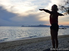 Yoga sun salutations at Kradan (20) (Eric Lon) Tags: kradanyogaavril2017 yoga sunrise salutations asanas poses postures beach plage mer thailand kradan island ile stretching flexibility etirement souplesse body corps fitness forme health sante ericlon