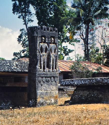 Kampung Pasunga: megalithic grave tomb