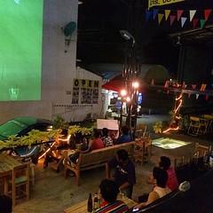 วันนี้ เปนอีก 1วัน ที่ร้านยุ่ง คนเยอะ ประมาณ 7-80 กว่าคนหมุนเวียน จนไม่มีเวลาโพสภาพเลย 555 สนุกๆ กับฟุตบอลได้เตมตา กับจอยักษ์ ที่นี่ Seven Days จรัญฯ85 เสียงเเสงสี ดนตรีสดสนุกสนาน ทุกคืนวันศุกร์ เสาร์ อาทิตย์ อร่อยกับสเตก เเละหมูกะทะ กับเเกล้มรสเลิศ ที่จอ