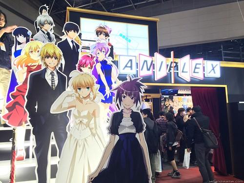 Aniplex 的攤位前方。所有動畫角色都以正裝出席了這次的盛會 w (1)
