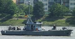 Seehund 7 (2) @ Gallions Reach 15-05-14 (AJBC_1) Tags: uk england london boat ship unitedkingdom military navy vessel riverthames nato warship eastlondon gallionsreach northwoolwich newham germannavy navalvessel londonboroughofnewham deutschemarine 5minensuchgeschwader ajc 5thminesweepingsquadron seehundrov dlrblog ajc bundeswehrnavy