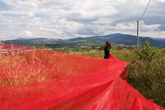 Red (dudu62) Tags: red verde nikon italia cielo rosso colline vento abruzzo ragazza lanciano santonofrio nikond5000