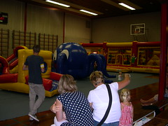 "adventurepark kleine zaal einde vd dag • <a style=""font-size:0.8em;"" href=""http://www.flickr.com/photos/125345099@N08/14248791399/"" target=""_blank"">View on Flickr</a>"