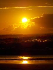 Puesta de sol en Mern, Cantabria / Sunset on Mern Beach, Cantabria, Spain (Rubn Daz Caviedes) Tags: sunset sea espaa sun sol mar spain nubes puestadesol cantabria sanvicentedelabarquera bayofbiscay marcantbrico playademern mernbeach