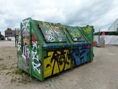 (Tjitjak Hitam) Tags: leica nijmegen graffity container gelderland