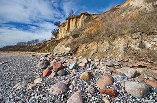 Steilküste und steiniger Strand