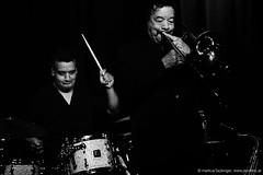 Mauro Martins: drums / Raul de Souza: trombone, sax (jazzfoto.at) Tags: wwwjazzfotoat wwwjazzitat jazzitsalzburg jazzitmusikclubsalzburg jazzitmusikclub jazzfoto jazzfotos jazzphoto jazzphotos markuslackinger jazzinsalzburg jazzclubsalzburg jazzkellersalzburg jazzclub jazzkeller jazzit2017 jazz jazzsalzburg jazzlive livejazz konzertfoto konzertfotos concertphoto concertphotos liveinconcert stagephoto greatjazzvenue greatjazzvenue2017 downbeatgreatjazzvenue salzburg salisburgo salzbourg salzburgo austria autriche rauldesouza rauldesouzaquartet braziljazz brazilianjazz blitzlos ohneblitz noflash withoutflash sw schwarzweiss blackandwhite blackwhite noirblanc bianconero biancoenero blancoynegro sony sonyalpha sonyalpha77ii alpha77ii