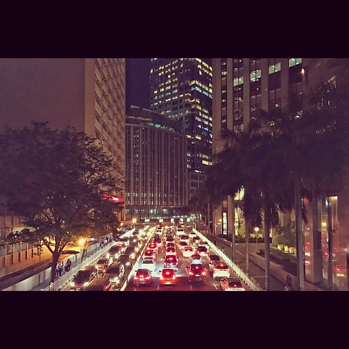 What a wet Wednesday evening. Postponing my evening run to another time. #makati #makaticity #urbanscapes #traffic