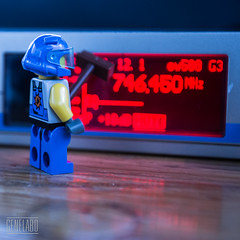 746,450 MHz (genelabo) Tags: genelabo lego minifig minifigure blue blau red rot transmissionpath funk mhz cleaning besen helmet miniature quadrat quadratum square quadratisch canon eos 5d neon bright
