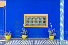 Le Jardin Majorelle (jennifer.stahn) Tags: travel travelphotography marrakesch marrakech marokko marocco afrika nordafrika jardin garten majorelle yves saint laurent nikon jennifer stahn blue colorful window