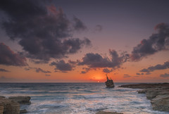 Lone Wreck (syf22) Tags: shipwreck sunset edroiiiwreck paphos cyprus sundown evening sea water rocky shore sky red orange twilight abandoned alone lonely endofday dayends seacaves 沉船 日落 帕福斯 塞浦路斯