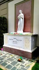 Bette Davis tomb (mercycube) Tags: bettedavis tomb sarcophagus forestlawnhollywoodhills grave deadringer epitaph shediditthehardway feud joancrawford whateverhappenedtobabyjane