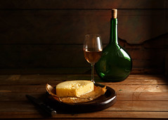 Il Provolone (Luiz L.) Tags: luizlaercio provolone stilllife bottle cheese wine wood