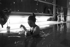in the pool (gorbot.) Tags: leicam8 voigtlander28mmultronf19 mmount rangefindercamera blackandwhite monochrome robinhouse chas childrens hospice hydrotherapy pool roberta mia