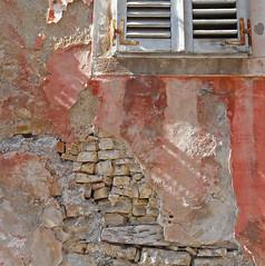 Croatia, pink wall (duqueıros) Tags: kroatien croatia istrien porec stadt altstadt village wand wall pink fenster window texturen textures square duqueiros