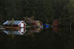 Båthus ved Øyangen (fotomormor) Tags: ringkollen øyangen vann båthus hus speilbilde reflection skog trær båter blå herowinner ultrahero fotocompetition fotocompetitionbronze pregamewinner gamewinner sweep halloffame gamex2winner gamex3winner thechallengefactorywinner