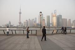 Shanghai (arnd Dewald) Tags: china skyline river shanghai streetphoto   pudong bund jinmaotower  thebund orientalpearltower  huangpuriver  flus arndalarm shanghaiworldfinancialcenter aurorabuilding huangpudistrict  mg188559k5co20hi30wh30klein