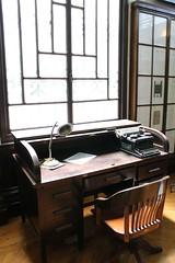 Iluminação (Grazicure) Tags: windows luz de janela maquina escrever cadeira