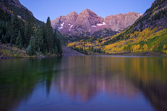 The magical Maroon Bells. Taken 30 minutes before sunrise, during magical hour. Aspen, Colorado. (pedro lastra) Tags: autumn fall colors sonya7r rocky mountains sony a7r
