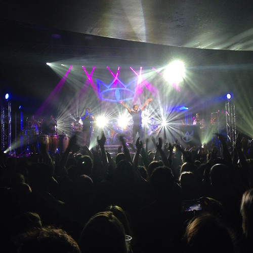 Hands in the air!!! Thanks Perth! That was fun! #andietheroadie