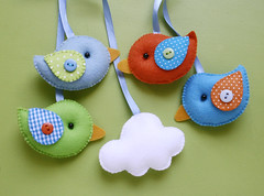 Enfeites do Lucas (Meia Tigela flickr) Tags: baby bird handmade artesanato artesanal craft passarinho pássaro felt bebê manual feltro feitoamão